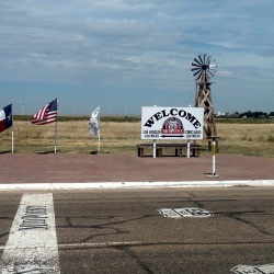 Midpoint Station Route 66